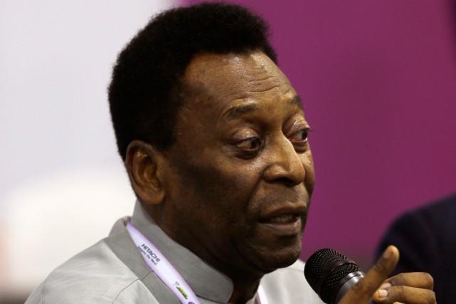Pelé est hospitalisé depuis le 24 novembre pour... (Photo Paulo Whitaker, archives Reuters)