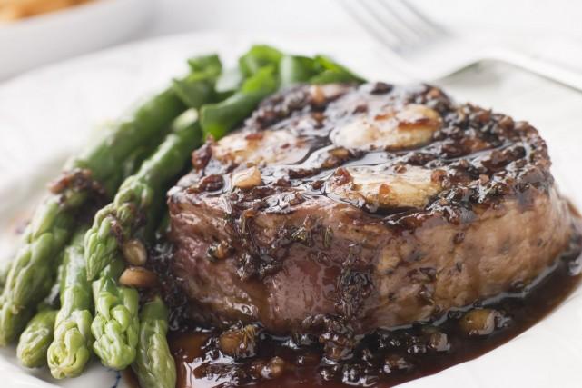 Les femmes qui consomment beaucoup de viande rouge pourraient augmenter... (Photo Digital/Thinkstock)