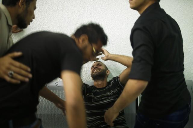Des proches du Palestinien tué réagissent à l'annonce... (Photo: Reuters)