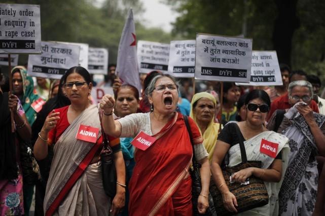 Des militantes de All India Democratic's Women Association... (PHOTO ALTAF QADRI, ARCHIVES AP)