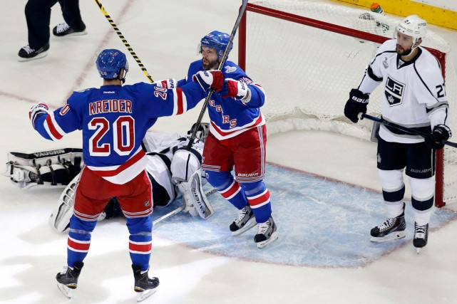 Martin St-Louis a célébré son but avec son... (Photo Shannon Stapleton, Reuters)