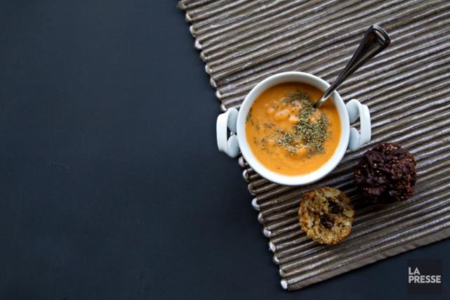 Il est simple d'acheter soupes, barres tendres et... (Photo Olivier Jean, La Presse)