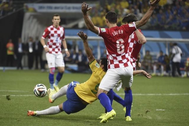 Yuichi Nishimura a accordé un penalty pour le... (Photo AFP)
