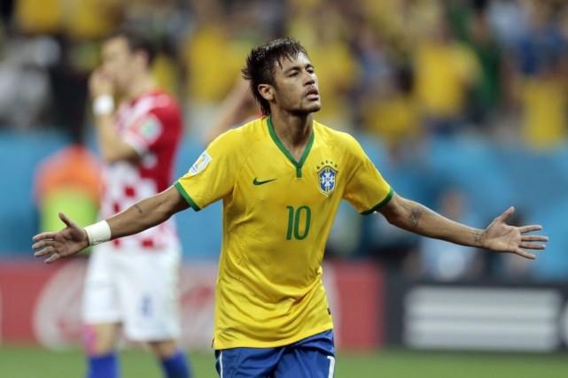 Neymar a inscrit deux buts contre la Croatie.... (Photo AP)
