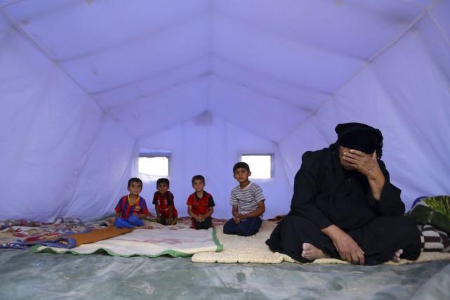 Cette famille irakienne a dû fuir les violences... (Photo Reuters)