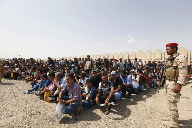 Des volontaires qui ont rejoint l'armée irakienne pour... (PHOTO AHMED SAAD, ARCHIVES REUTERS)