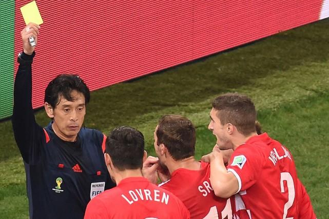 L'arbitre japonais Yuichi Nishimura a été très critiqué... (Photo François Xavier Marit, AFP)
