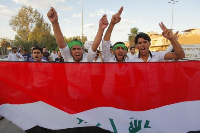 Au nord de Bagdad, des manifestants chiites soutiennent... (Photo Reuters)