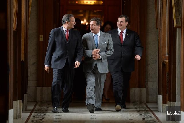 Les ministres Sam Hamad (Travail), Pierre Moreau (Affaires... (Photo Patrice Laroche, Le Soleil)