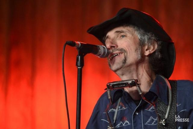 Dans le trou de sa guitare et dans... (Photo Bernard Brault, La Presse)