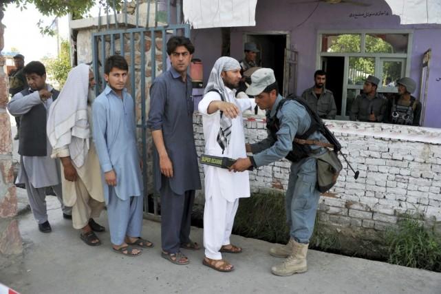 Malgré les attaques, la participation au second tour... (Photo Noorullah Shirzada, AFP)