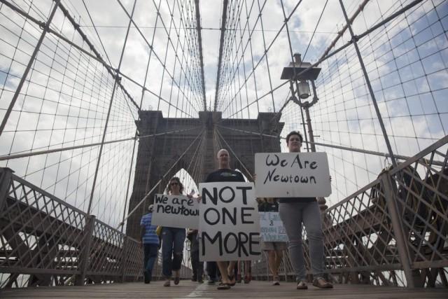 Alors que les marcheurs progressaient lentement à travers... (Photo Reuters)