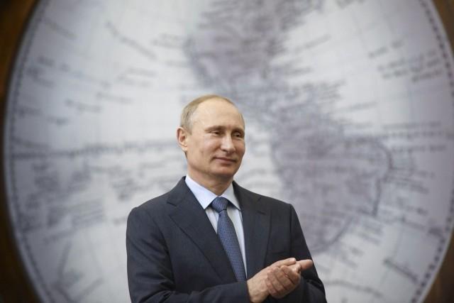 Le président russe Vladimir Poutine, à Saint-Pétersbourg, le... (PHOTO ALEXEI NIKOLSKY, REUTERS/RIA NOVOSTI/KREMLIN)