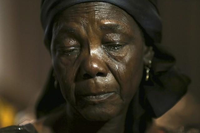 La mère d'une des écolières enlevées par Boko... (Photo AKINTUNDE AKINLEYE, REUTERS)
