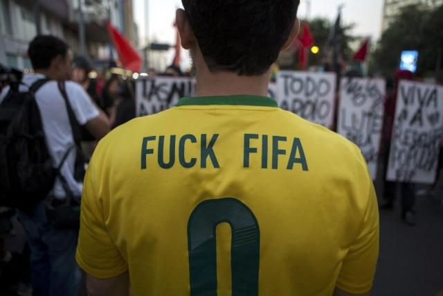 La police militaire de Rio a empêché dimanche soir quelque 200 manifestants,... (Photo: Reuters)