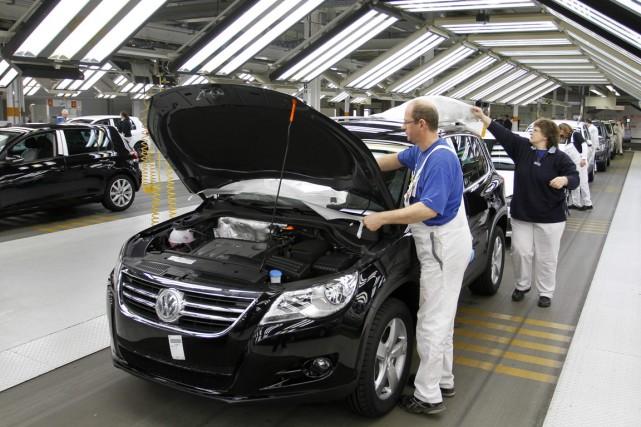 Pour des géants industriels comme Volkswagen, la pénurie... (Photo Ferdinand Ostrop, Archives AP)