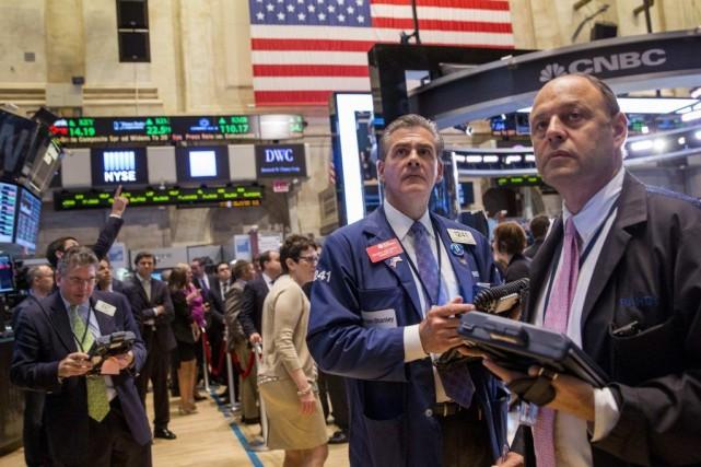 À l'entame de la semaine lundi, les indices... (PHOTO ARCHIVES REUTERS)
