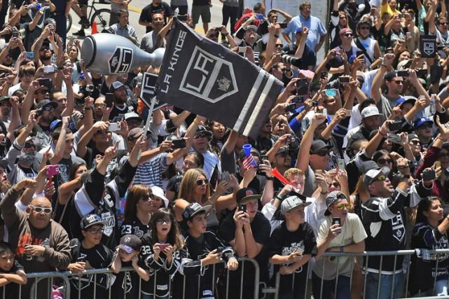 Une foule bruyante de partisans s'est massée le... (Photo: AP)