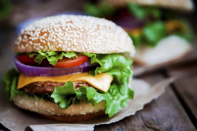 Banal, le burger? Pas quand on suit les recette de M: BRGR, qui ose glisser des... (Photo Digital/Thinkstock)
