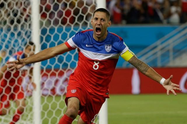 L'Américain Clint Dempsey a marqué après seulement 30... (Photo Ricardo Mazalan, AP)