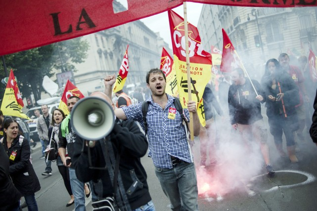 La grève, qui provoque chaque jour des annulations... (PHOTO FRED DUFOUR, AFP)
