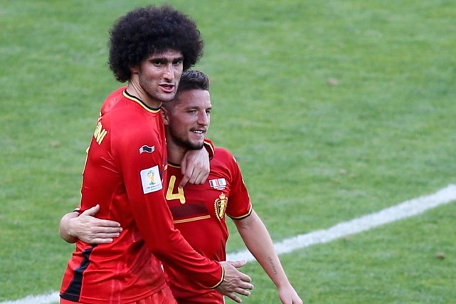 Marouane Fellaini et Dries Mertens ont marqué les... (Photo Leonhard Foeger, Reuters)
