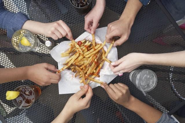 Les aliments frits et panés ainsi que les... (Photo Digital/Thinkstock)