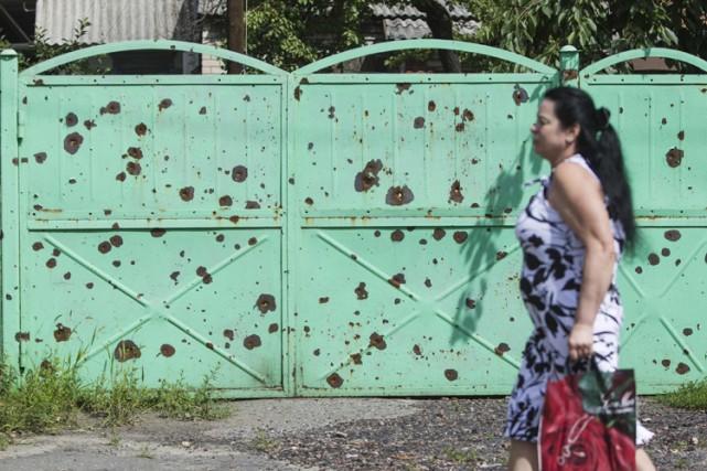 Une porte dans la ville de Slaviansk porte... (Photo: Reuters)