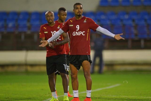 Andre Ayew et Kevin-Prince Boateng, de l'équipe du... (Photo Carl de Souza, AFP)