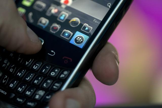 Le fabricant de téléphones intelligents BlackBerry (T.BB)... (Photo Simon Dawson, Bloomberg)