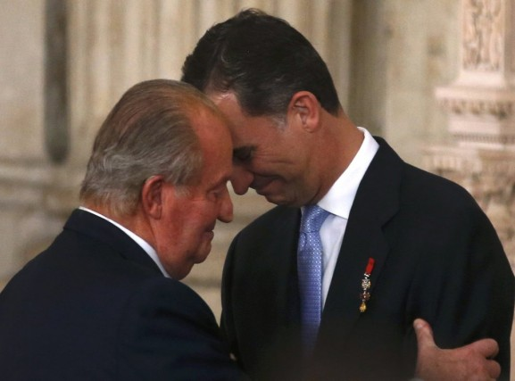 Le roi d'Espagne Juan Carlos et le prince... (PHOTO JUAN MEDINA, archives REUTERS)