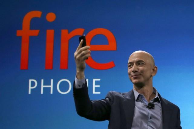 Le Fire Phone est doté d'un écran de... (Photo Ted S. Warren, AP)