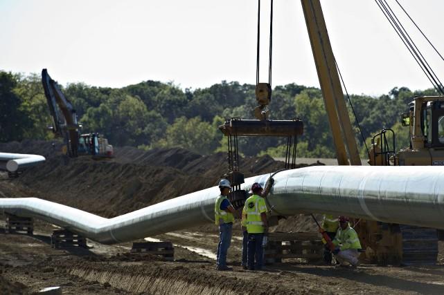 Les conservateurs fédéraux défendent le feu vert donné par leur gouvernement au... (Photo Daniel Acker, archives Bloomberg)