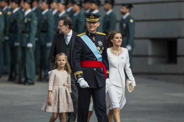 Acclamé le long des avenues de Madrid, pavoisées... (PHOTO ANDRES KUDACKI, AP)