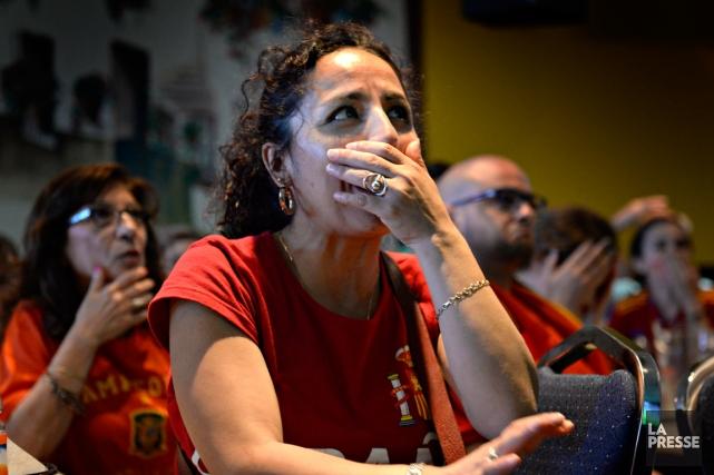 Les partisans de la Roja rassemblés au Club... (Photo Bernard Brault, La Presse)