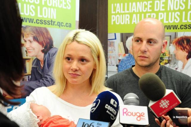 Mélissa McMahon et Simon Boisclair,dont la fille, Victoria,... (Photo Andréanne Lemire, archives Le Nouvelliste)