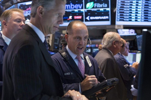 Les indices new-yorkais encaissaient quelques bénéfices au lendemain... (PHOTO BRENDAN MCDERMID, REUTERS)