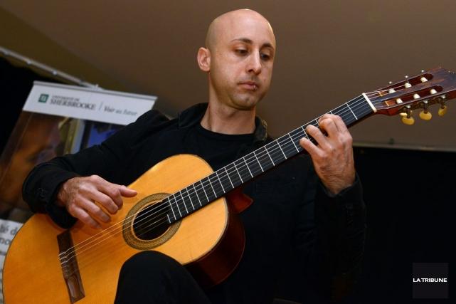 Jeff Stinco, du groupe Simple Plan, est producteur... (Photo Frédéric Côté, Archives Imacom)