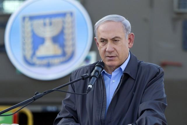 Jeudi, le premier ministre Nétanyahou est revenu à... (PHOTO JIM HOLLANDER, AFP)