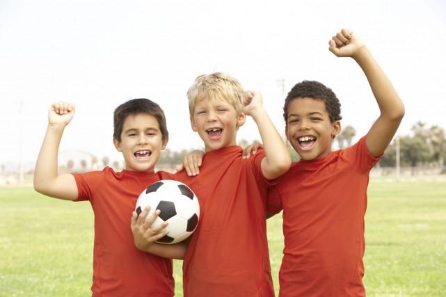 Les enfants qui sont en bonne forme physique réussissent aussi mieux à l'école,... (Photo Digital/Thinkstock)