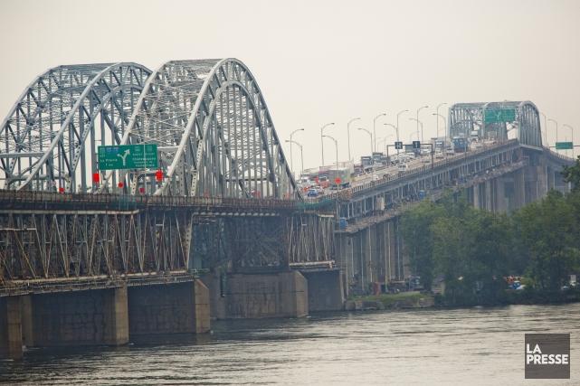 Les ponts Champlain, Jacques-Cartier et Mercier (photo) sont... (PHOTO DAVID BOILY, ARCHIVES LA PRESSE)