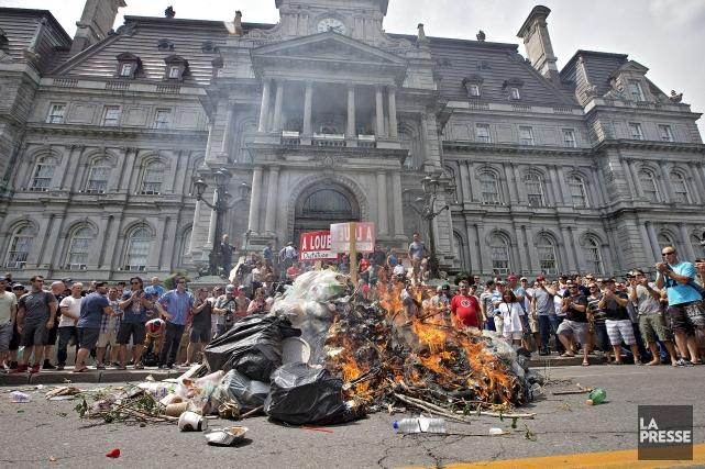 Un millier de cols blancs ont appuyé à... (Photo Patrick Sanfaçon, archives  La Presse)