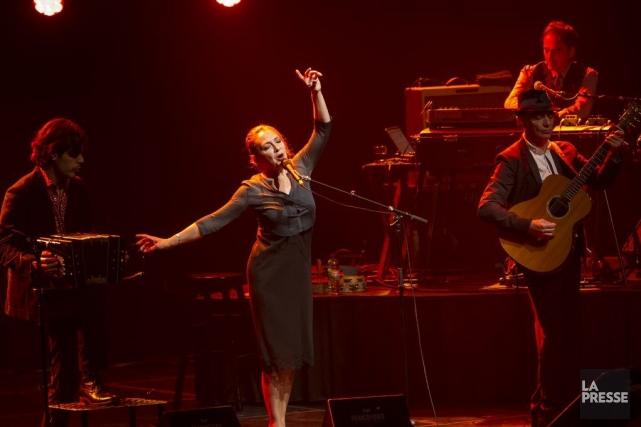 Catherine Ringer auThéâtre Maisonneuve, jeudi soir dans le... (PHOTO OLIVIER PONTBRIAND, LA PRESSE)