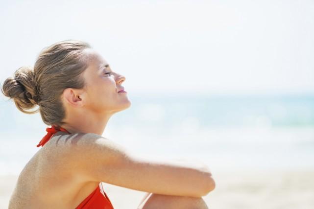 Il semble possible de devenir «accro» aux bains de soleil, préviennent des... (Photo Digital/Thinkstock)