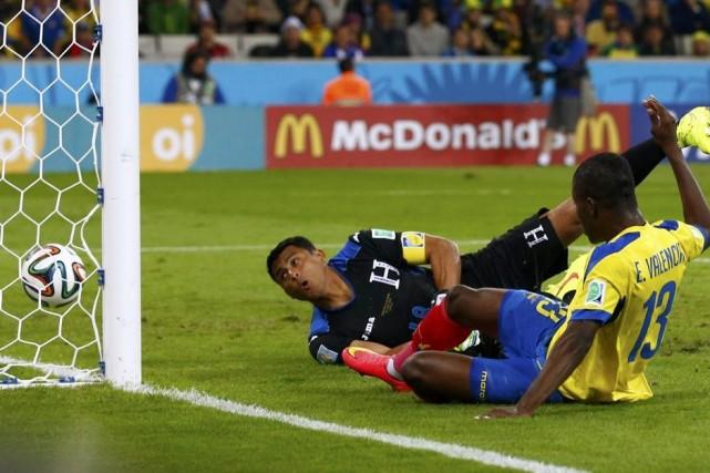 Enner Valencia a inscrit deux buts et l'Équateur a comblé un retard en début de... (Photo Reuters)