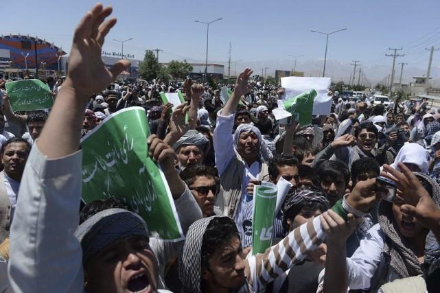 Ces manifestations, placées sous haute surveillance, interviennent dans... (PHOTO SHAH MARAI, AFP)