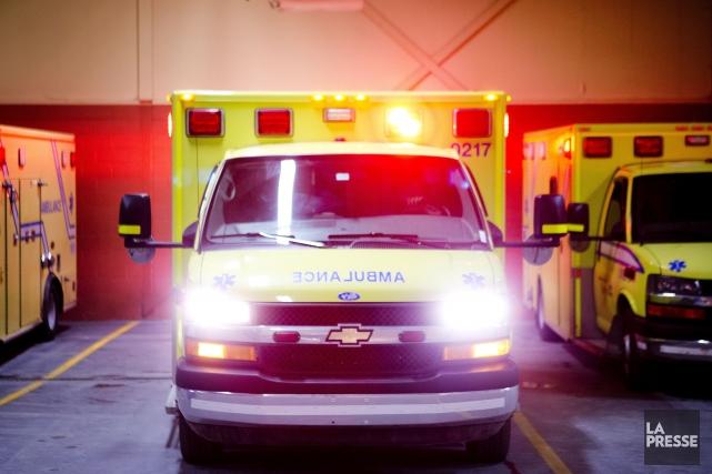 Les employés paramédicauxpromettent de cesser de faire payer... (PHOTO MARCO CAMPANOZZI, ARCHIVES LA PRESSE)