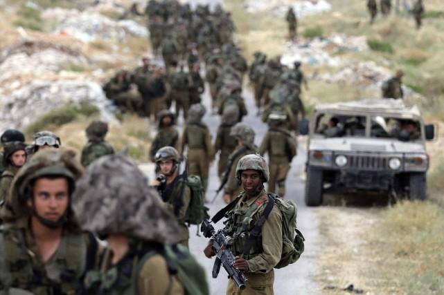 Des militaires israéliens prennent part à l'opération à... (Photo Ammar Awad, Reuters)