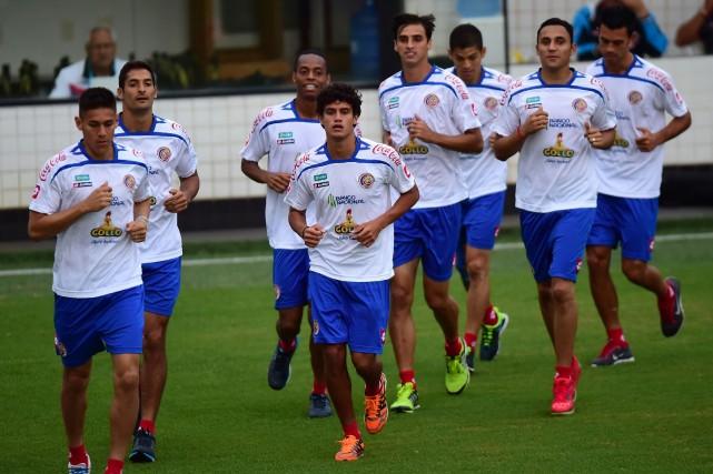 Les joueurs du Costa Rica en entraînement samedi.... (PHOTO RONALDO SCHEMIDT, AFP)