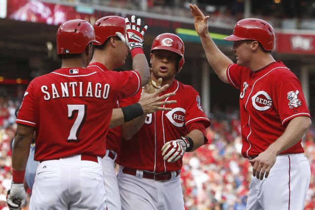 Devin Mesoraco (au centre) festoie avec ses coéquipiers... (Photo David Kohl, USA Today)